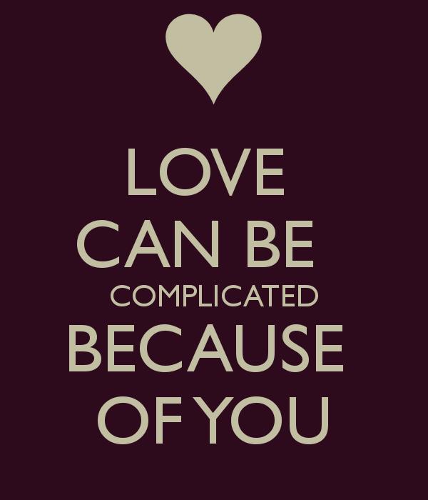 """Relaciones fotográficas en las redes sociales. Cartel con el lema: """"Love can be complicated because of you"""""""